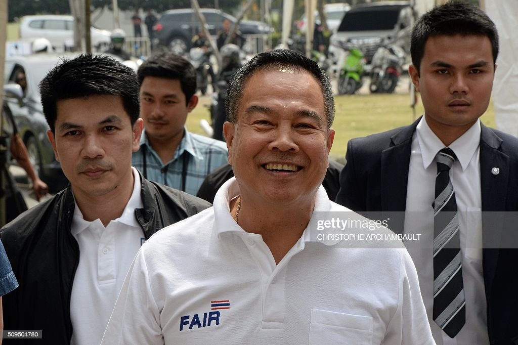 Former Thai national police chief Somyot Poompanmoung (C) arrives at a stadium where voting took place to elect the president of the Football Association of Thailand in Bangkok on February 11, 2016. Somyot, the colourful ex-police chief backed by Leicester City's billionaire owners, was elected as president of the embattled Football Association of Thailand, in a vote prompted by the suspension of the scandal-mired former boss. AFP PHOTO / Christophe ARCHAMBAULT / AFP / CHRISTOPHE ARCHAMBAULT