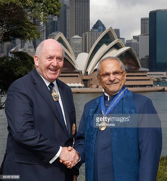 Former TimorLeste President Jose RamosHorta and Australian GovernorGeneral Peter Cosgrove shake hands at the gardens of Kirribilli House on September...