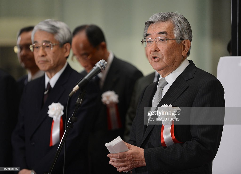 Former Tokyo Stock Exchange president and the new Japan Exchange Group CEO Atsushi Saito (R) delivers a speech as the Japan Exchange Group, Tokyo Stock Exchange and Osaka Stock Exchange which were merged on January 1, is established at the opening ceremony of the first trading day of the year at the Tokyo Stock Exchange on January 4, 2013 after the New Year's holidays. Japanese share prices rose 270.92 points to close at 10,666.10 points at the morning session of the Tokyo Stock Exchange, as the yen tumbled on relief over a US deal to avert the 'fiscal cliff' of tax hikes and huge spending cuts. AFP PHOTO / Yoshikazu TSUNO