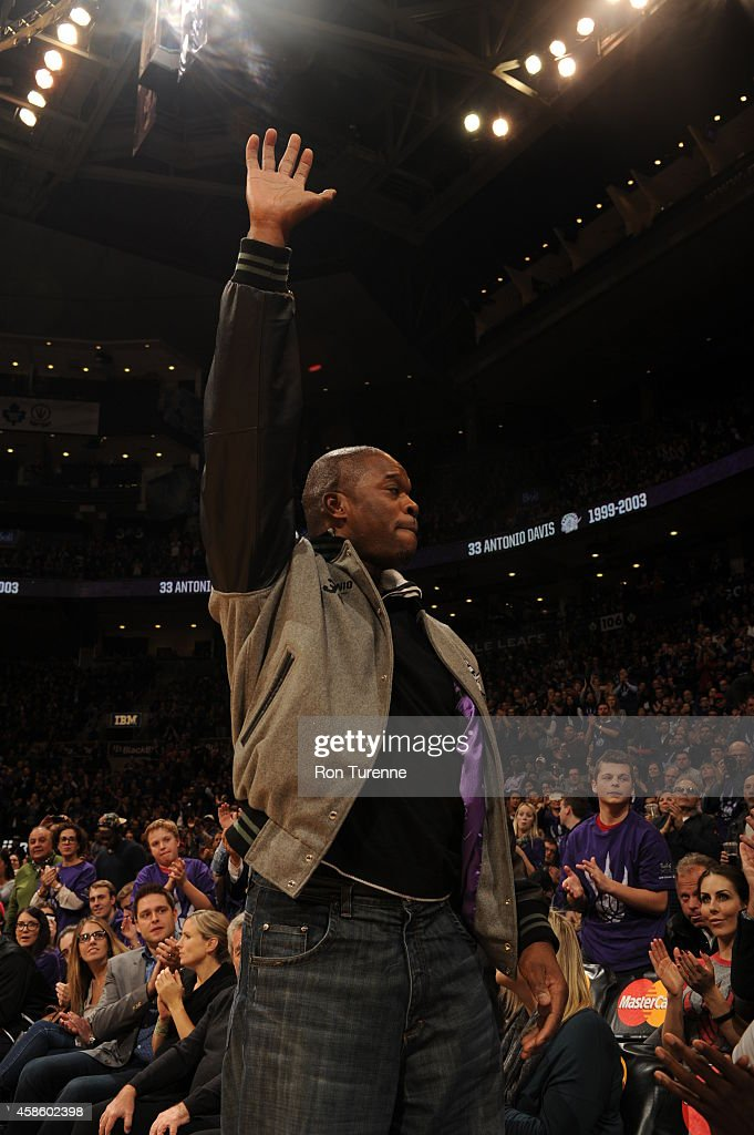 Former Toronto Raptor Antonio Davis waves to the crowd during the game between the Toronto Raptors and the Washington Wizards on November 7 2014 at...