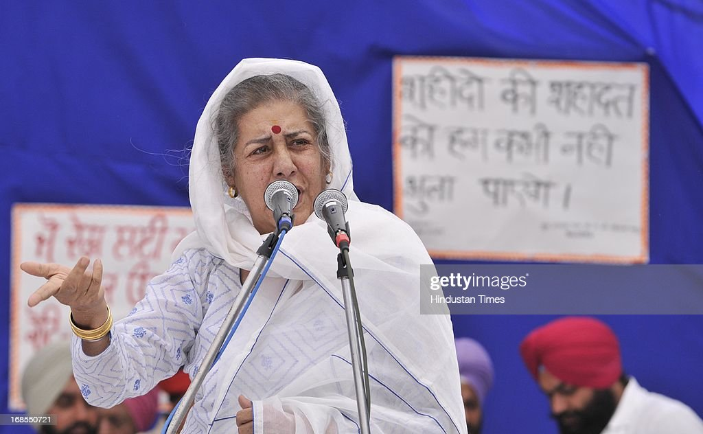 Former Union Minister Ambika Soni paying her tribute to the Indian prisoner Sarabjit Singh during the bhog ceremony of Sarabjit Singh at his native village in Bikhiwind on May 11, 2013 in Amritsar, India. In the presence of CM Punjab Parkash Singh Badal and former Union Minister Ambika Soni she demanded swift action in the case of others Indian prisoners locked in Pakistani Jails. Sarabjit Singh died on May 2, after a deadly attack by Pakistani inmates in Pakistan's Kot Lakhpath Jail in Lahore.