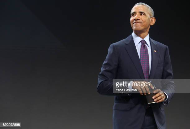 Former US President Barack Obama prepares to leave the Gates Foundation Inaugural Goalkeepers event after speaking there on September 20 2017 in New...