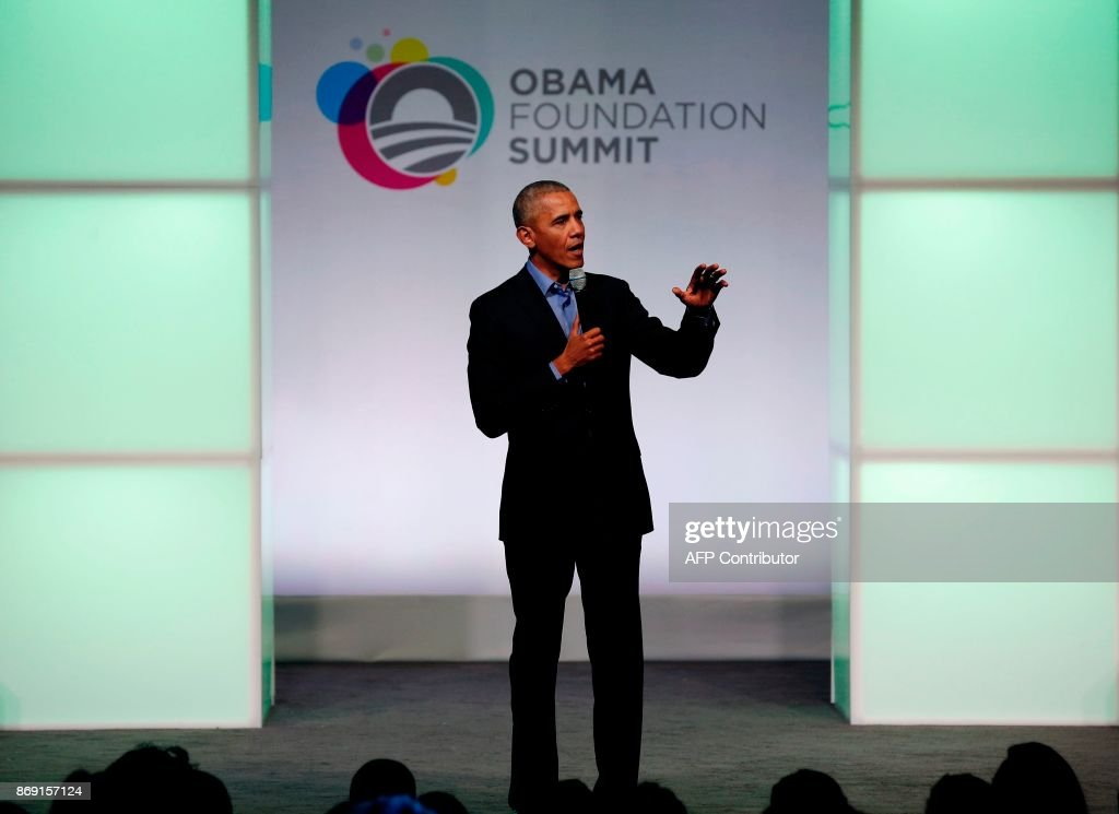 Former US president Barack Obama speaks at the Obama Foundation Summit in Chicago, Illinois, November 1, 2017. / AFP PHOTO / Jim Young