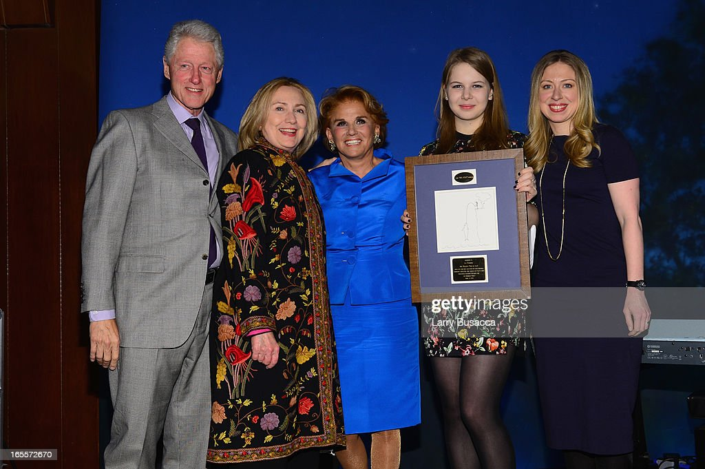 Former US President Bill Clinton, Former US Secretary of State Hillary Clinton, Liz Robbins, Robin Robbins and Chelsea Clinton attend SeriousFun Children's Network event honoring Liz Robbins with celebrity guests at Pier Sixty at Chelsea Piers on April 4, 2013 in New York City.