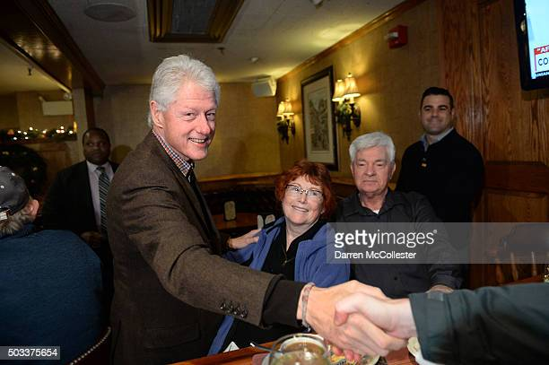 Former US President Bill Clinton greets diners at the Puritan Backroom January 4 2016 in Manchester New Hampshire Bill Clinton spent the day...