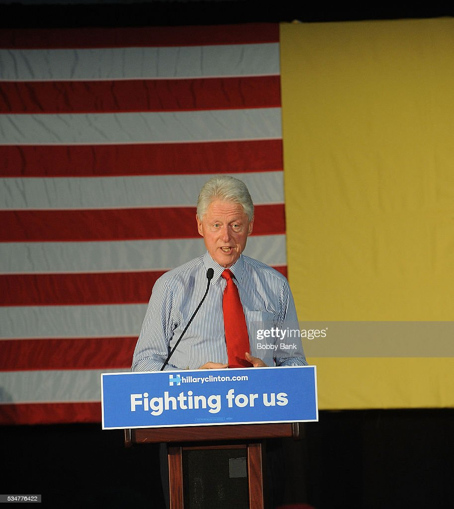 Former US president <a gi-track='captionPersonalityLinkClicked' href=/galleries/search?phrase=Bill+Clinton&family=editorial&specificpeople=67203 ng-click='$event.stopPropagation()'>Bill Clinton</a> rallies Hillary supporters at Edison High School on May 27, 2016 in Edison, New Jersey.