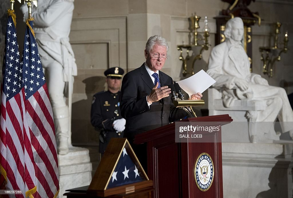 Former US President Bill Clinton speaks during a memorial service for former Speaker of the House Tom Foley in Statuary Hall at the US Capitol in Washington, DC, October 29, 2013. Foley, who served as Speaker from June 1989 to January 1995, died October 18 from a stroke. AFP PHOTO / Saul LOEB