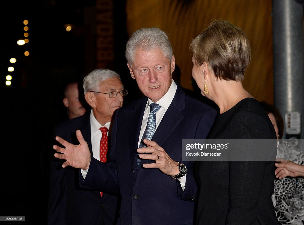 Former U.S. President Bill Clinton (C) speaks with Joanne Heyler, founding director of The Broad, as they walk to a dinner with Eli Broad, founder of The Broad, during The Broad museum's inaugural celebration September 18, 2015, in Los Angeles, California.