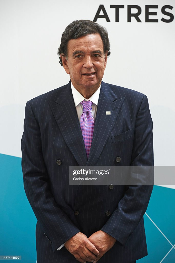 Former USA New Mexico Governor <a gi-track='captionPersonalityLinkClicked' href=/galleries/search?phrase=Bill+Richardson&family=editorial&specificpeople=213321 ng-click='$event.stopPropagation()'>Bill Richardson</a> attends the Management & Business Summit 2015 at the Palacio Municipal de Congresos on June 17, 2015 in Madrid, Spain.