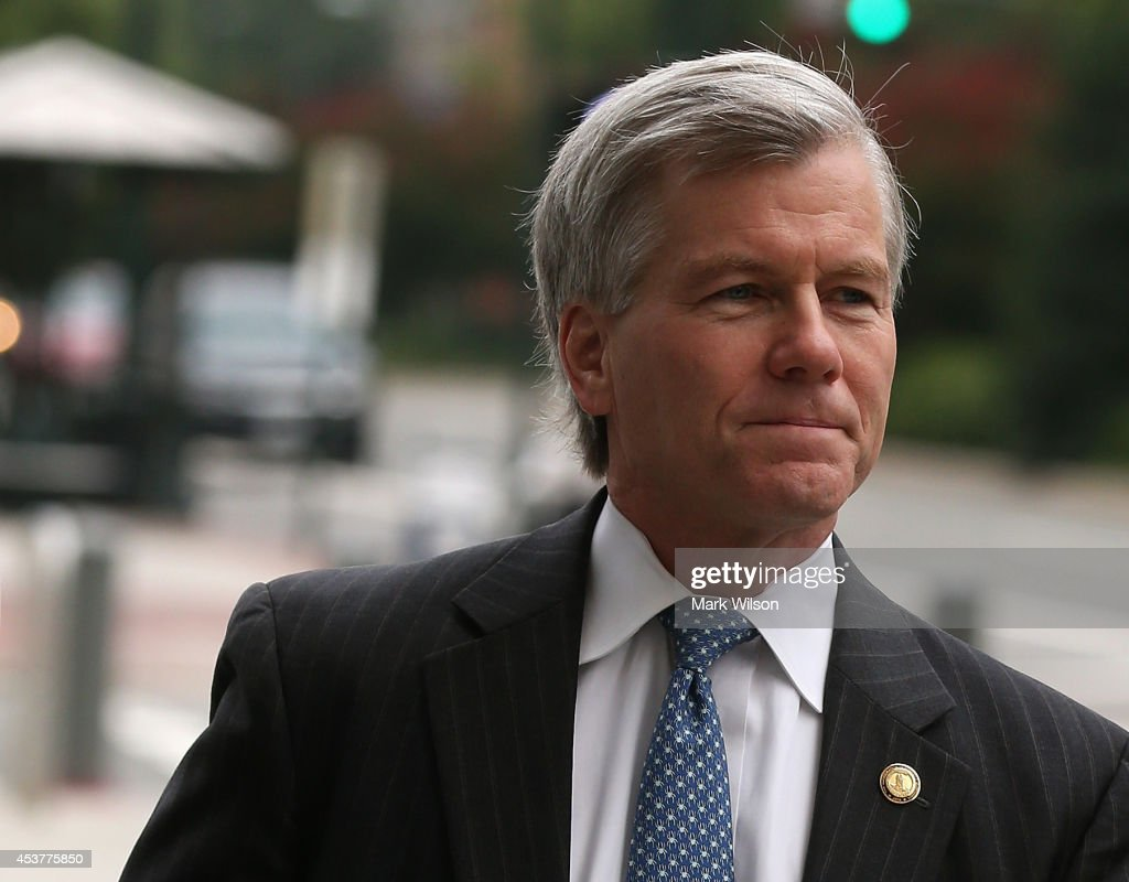 Former Virginia Governor Robert McDonnell walks to his corruption trial at U.S. District Court for the Eastern District of Virginia, August 18, 2014 in Richmond, Virginia. McDonnell and his wife Maureen are on trial for accepting gifts, vacations and loans from a Virginia businessman in exchange for helping his company.