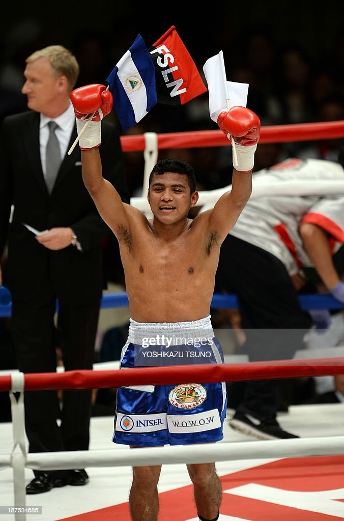 Former WBA lightflyweight champion Nicaraguan Roman Gonzalez celebrates after defeating Mexican Oscar Blanquet during their boxing match in Tokyo on November 10, 2013. Gonzalez defeated Blanquet by TKO in the second round. AFP PHOTO / Yoshikazu TSUNO