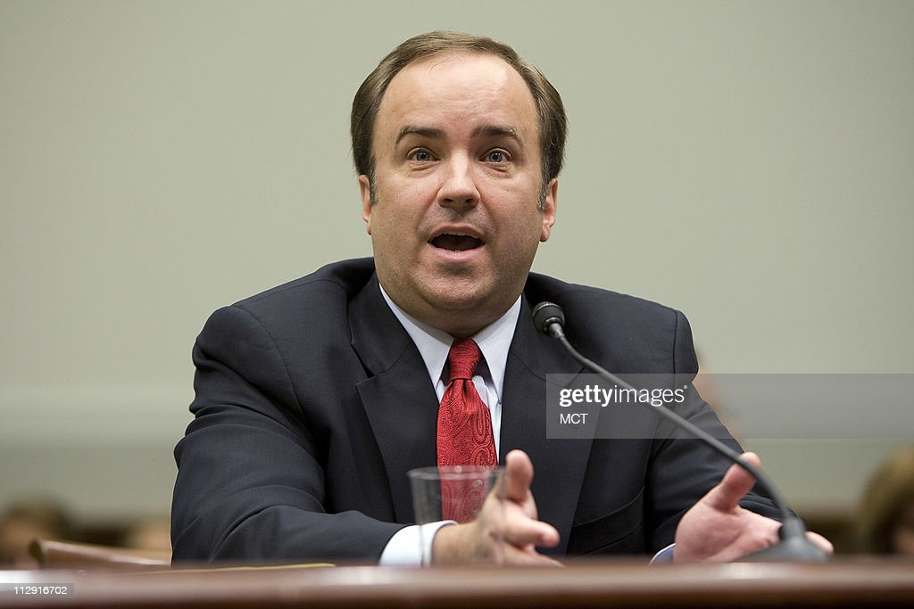 Former White House Press Secretary Scott McClellan testifes about his comments about the Bush administration's run-up to the Iraq war from his book before the House Judiciary Committee on Capitol Hill in Washington, June 20, 2008.