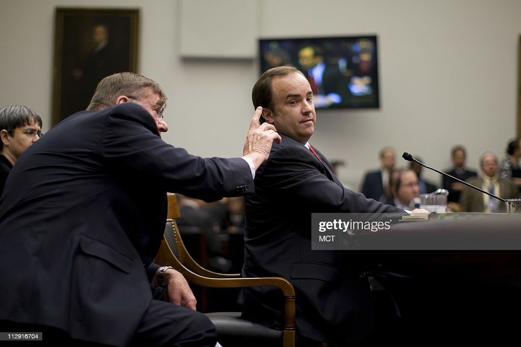 Former White House Press Secretary Scott McClellan's (R) attorney Michael Tigar (L) confer with each other during testimony about his comments about the Bush administration's run-up to the Iraq war from his book before the House Judiciary Committee on Capitol Hill in Washington, June 20, 2008.