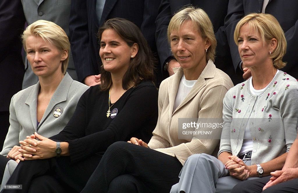 Former Wimbledon champions and finalists pose for : News Photo