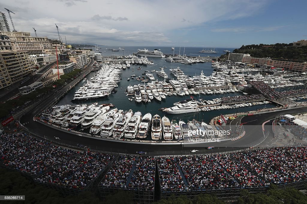 Formula One pilots drive at the Monaco street circuit, on May 29, 2016 in Monaco, during the Monaco Formula 1 Grand Prix. / AFP / Valery HACHE