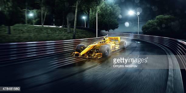 Formel 1-Rennwagen auf der Rennstrecke