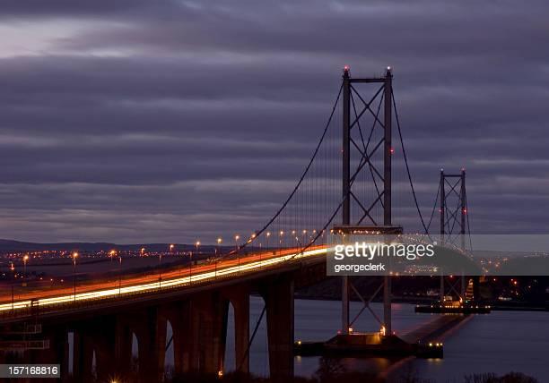 Forth Road Bridge, au crépuscule