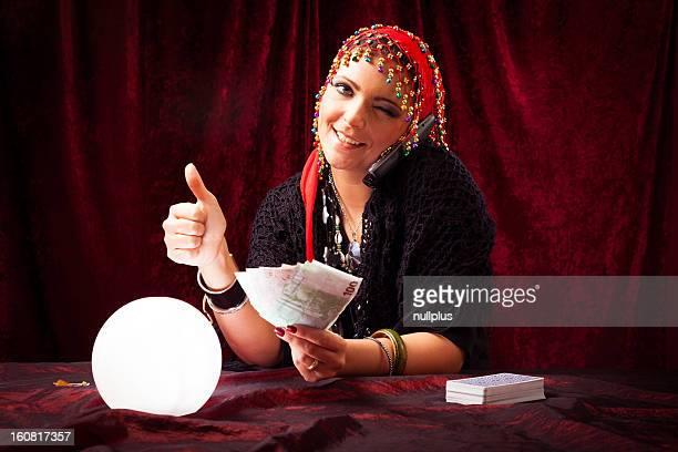 Adivino con bola de cristal