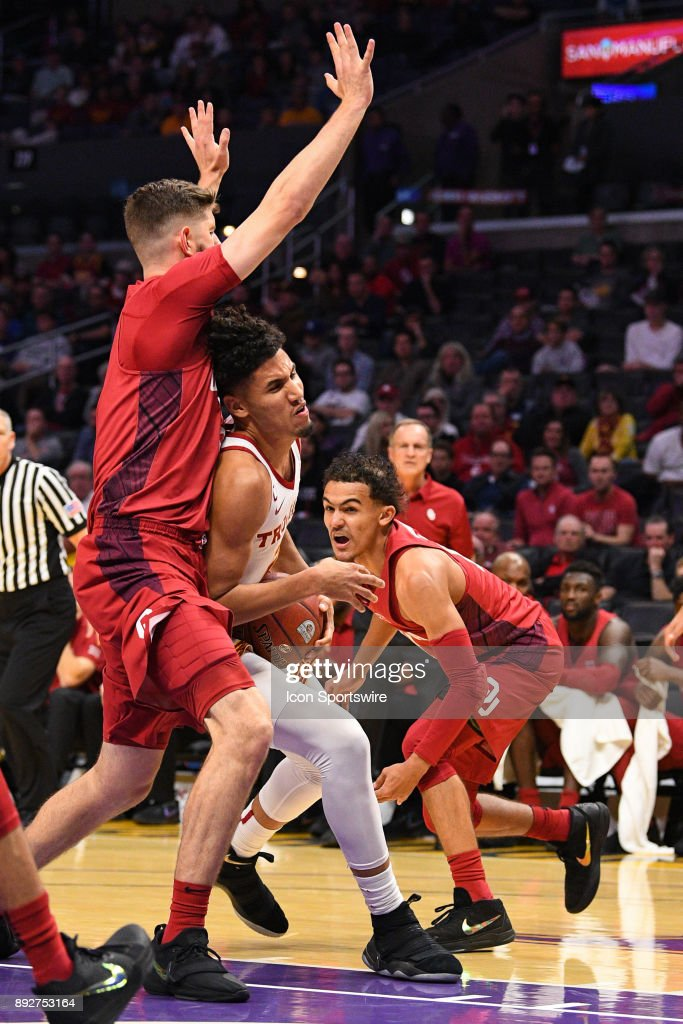 USC forward Bennie Boatwright (25) drives into traffic during an college basketball game between the Oklahoma Sooners and the USC Trojans in the Basketball Hall of Fame Classic on December 8, 2017 at STAPLES Center in Los Angeles, CA.