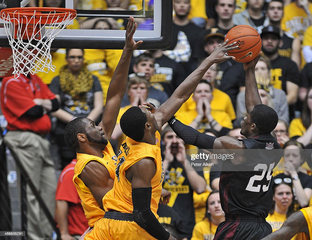 Forward <a gi-track='captionPersonalityLinkClicked' href=/galleries/search?phrase=Cleanthony+Early&family=editorial&specificpeople=10064686 ng-click='$event.stopPropagation()'>Cleanthony Early</a> #11 of the Wichita State Shockers blocks the shot of guard Anthony Beane #25 of the Southern Illinois Salukis during the second half on February 11, 2014 at Charles Koch Arena in Wichita, Kansas. Wichita State won 78-67.