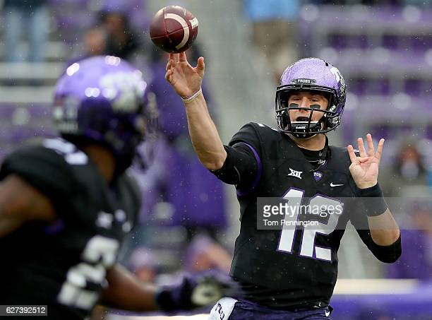 Foster Sawyer of the TCU Horned Frogs throws a pass to Kyle Hicks of the TCU Horned Frogs in the first quarter against Kansas State Wildcats at Amon...