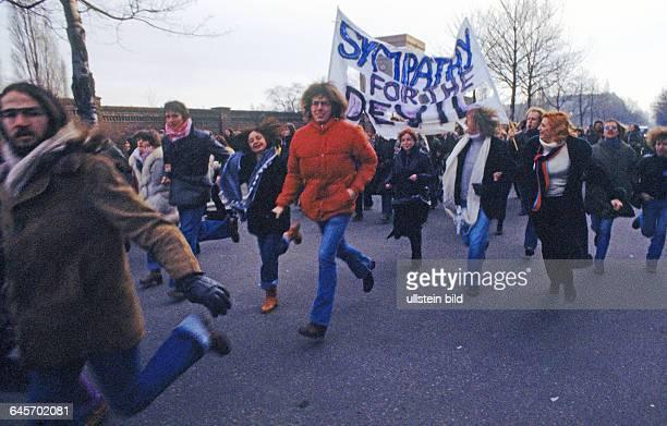Demonstration zur Untersuchungs und Frauenhaftanstalt Berlin 27 01 1978 Der Tunix Kongress mit rund 15000 Teilnehmern war ein Reflex auf den...