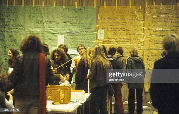 Eröffnung in der Technischen Universität Berlin 27 01 1978 Der Tunix Kongress mit rund 15000 Teilnehmern war ein Reflex auf den Deutschen Herbst und...