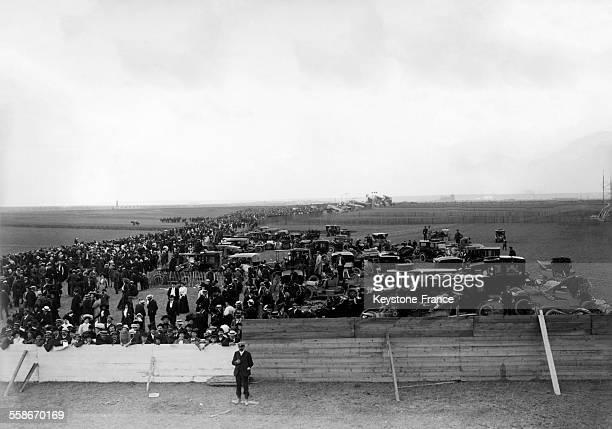 Foule pendant une course en 1931