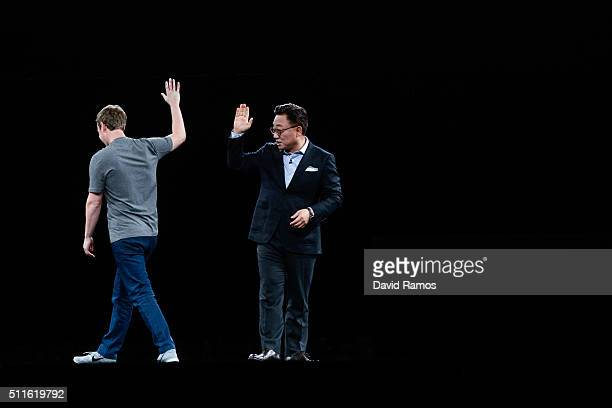 Founder and CEO of Facebook Mark Zuckerberg and President of Mobile Communications Business of Samsung DJ Koh say goodbye during the presentation of...