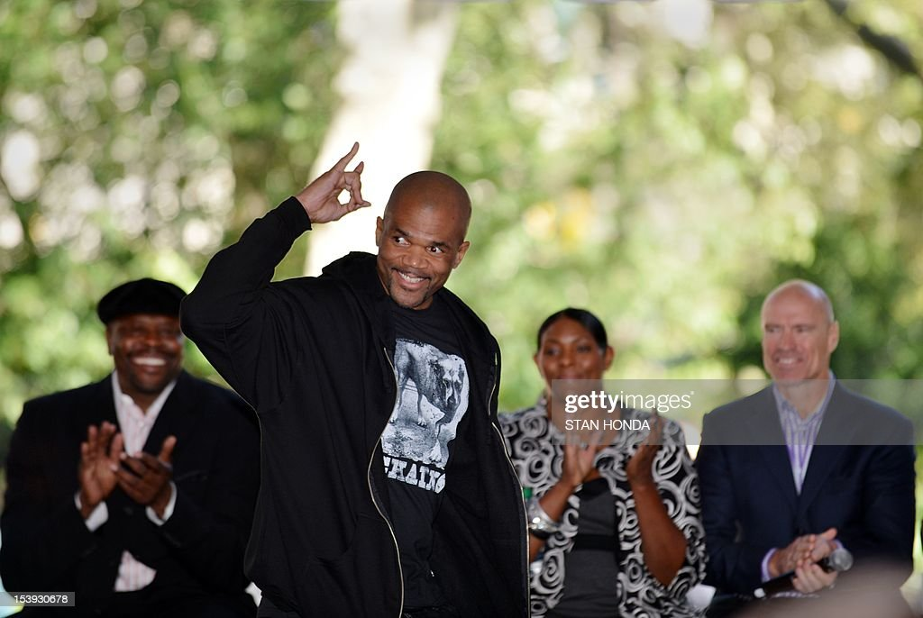 Founding Member of rap group Run DMC, Darryl McDaniels (C), gestures during introduction with former New York Knicks basketball great Patrick Ewing (L), former New York Liberty basketball great Kym Hampton (2nd R) and former New York Rangers hockey great Mark Messier (R) attending the unveilling of great moments in Madison Square Garden history October 11, 2012 at Madison Square Park in New York, site of the original Garden. Madison Square Garden will launch two exhibits in November 2012-- 'Garden 366' and Defining Moments' tracing the history of the famous sports arena. AFP PHOTO/Stan HONDA