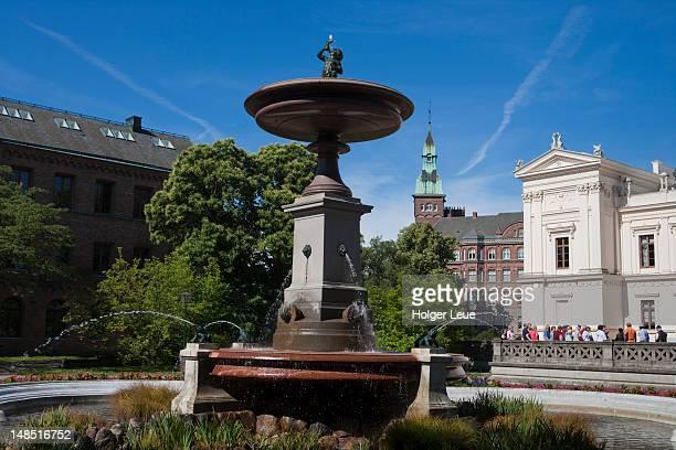 Fountain and Regia Academia Carolina building at Lund University.