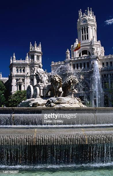 Fountain and statue of Cibeles in front of Palacio de Comunicaciones.