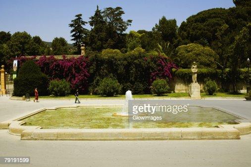 Fountain in a garden, Parc Guell, Barcelona, Spain : Foto de stock