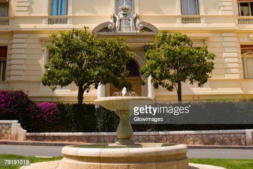 Fountain in front of a building, Monte Carlo, Monaco : Foto de stock