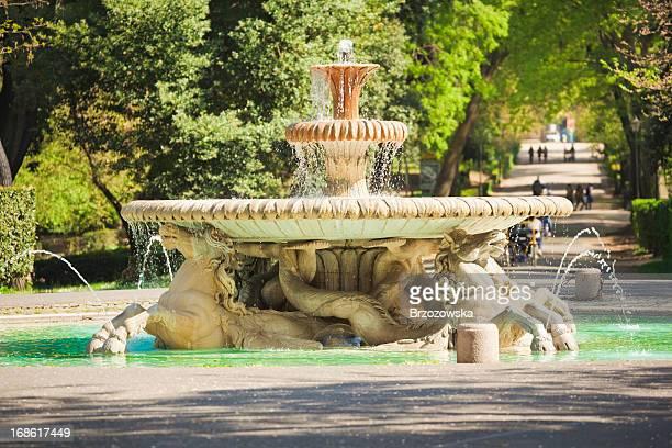 Fontana nel parco di Villa Borghese (Roma, Italia)