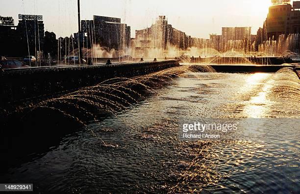 Fountains at sunset, Unirri Square.