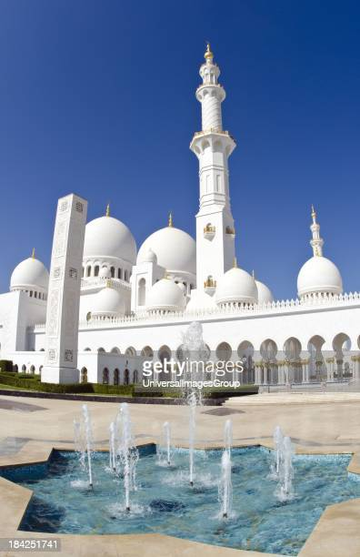 Fountains at the beautiful white Sheikh Zayed Grand Mosque in Abu Dhabi in the UAE the worlds 8th largest Muslim mosque in the world in United Arab...