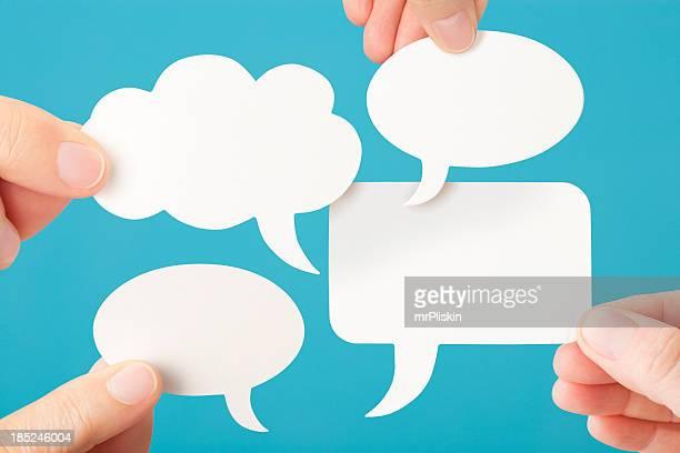 Vier leere weiße Gespräch Sprechblasen