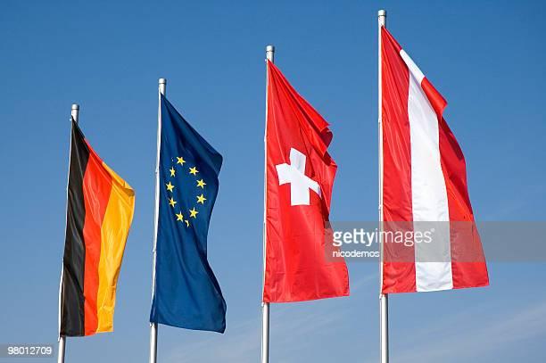 Vier europäische Flaggen