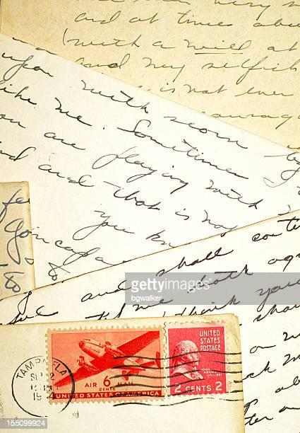 Vier Buchstaben und zwei Briefmarken