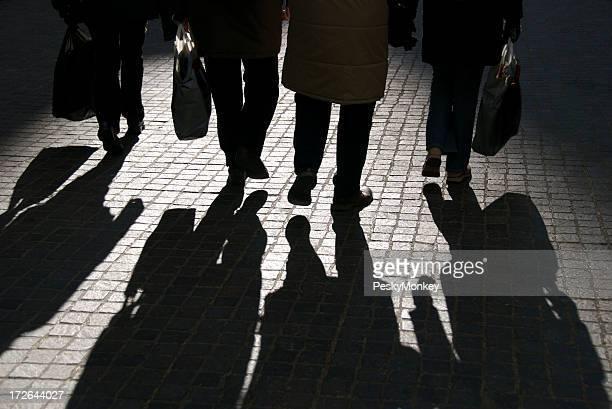 Vier Personen und Schatten Walk informiert
