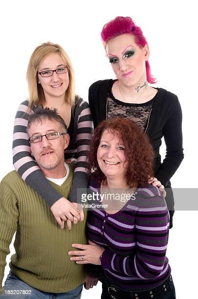 Feliz familia de cuatro personas y transexuales niño.