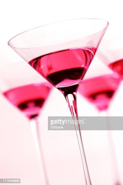 Vier Rosa kosmopolitischen Maritini Brille auf Weiß