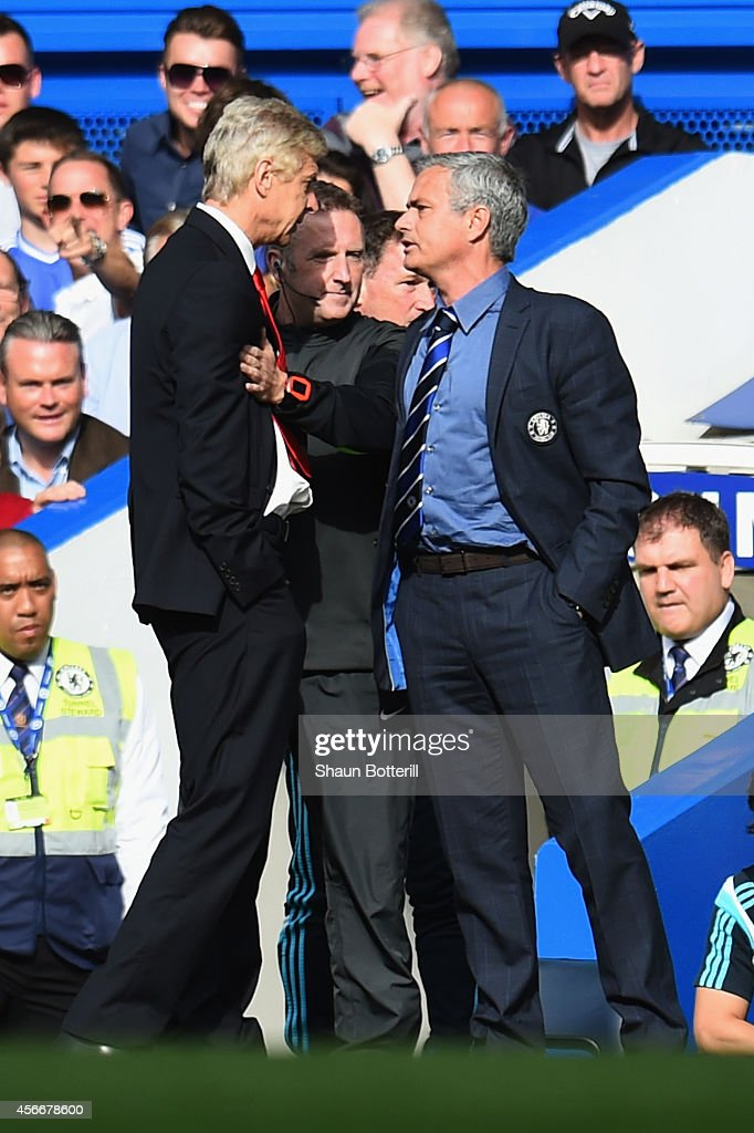 Fourth Official Jonathan Moss comes between Managers <a gi-track='captionPersonalityLinkClicked' href=/galleries/search?phrase=Arsene+Wenger&family=editorial&specificpeople=171184 ng-click='$event.stopPropagation()'>Arsene Wenger</a> of Arsenal and Jose Mourinho manager of Chelsea during the Barclays Premier League match between Chelsea and Arsenal at Stamford Bridge on October 4, 2014 in London, England.