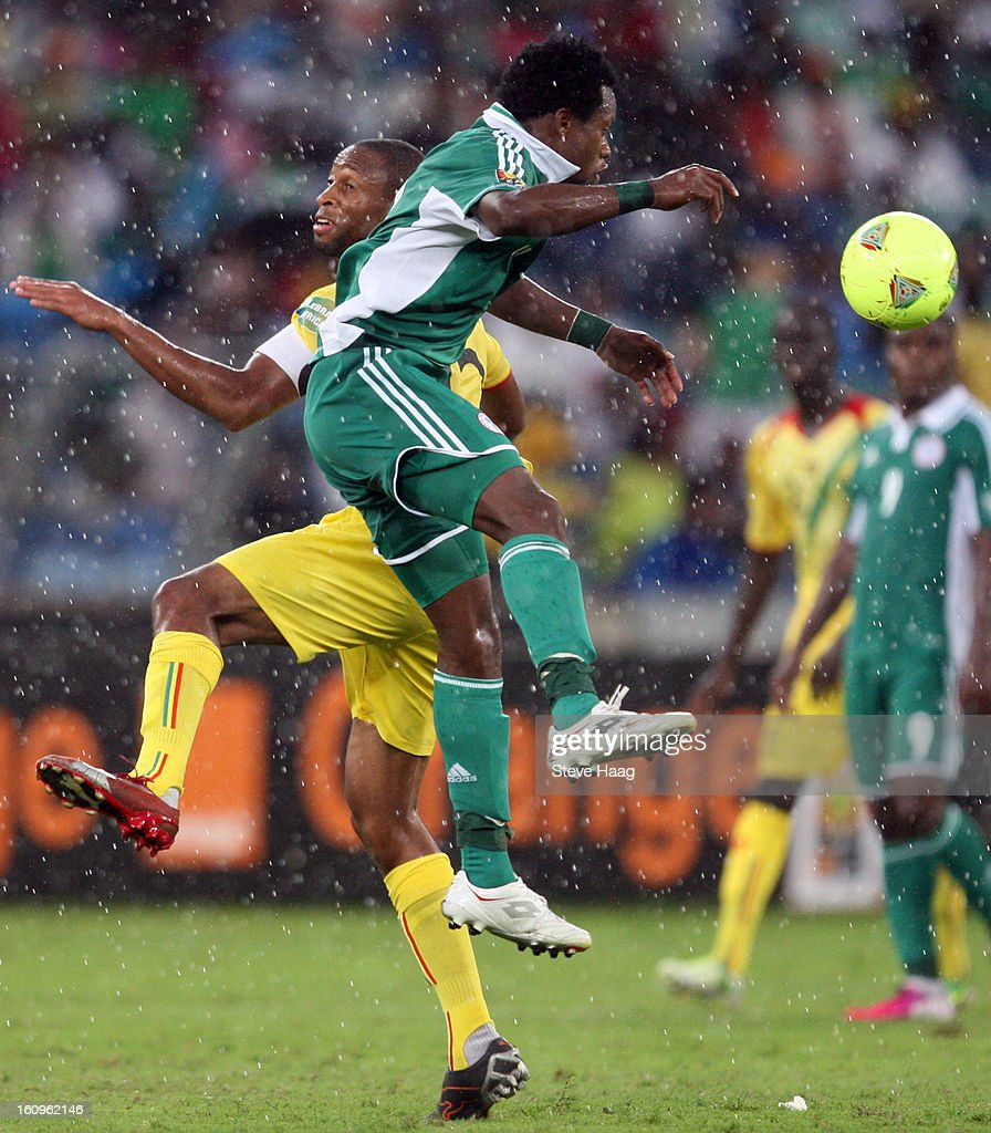Fousseyni Diawara of Mali competes for the ball with Ogenyi Onazi of Nigeria during the 2013 African Cup of Nations Semi-Final match between Mali and Nigeria at Moses Mahbida Stadium on February 06, 2013 in Durban, South Africa.