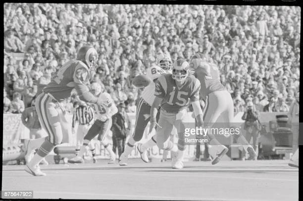 Rams' QB Vince Ferragamo laterals ball to Elvis Peacock who ran off first down 1st quarter action Schaefer Stadium Patriots' Richard Bishop moves in...