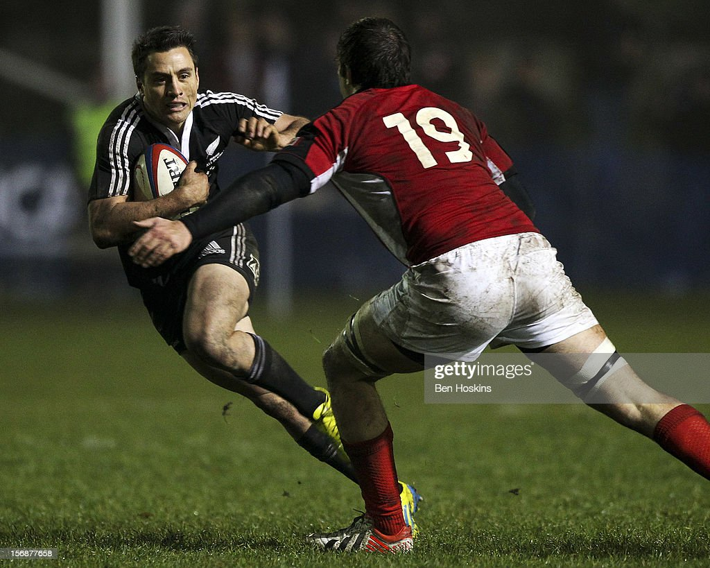 Frae Wilson of the Maori All Blacks runs at Brett Beukeboom of Canada during a tour match between Canada and Maori All Blacks at Oxford University Rugby Club on November 23, 2012 in Oxford, England.