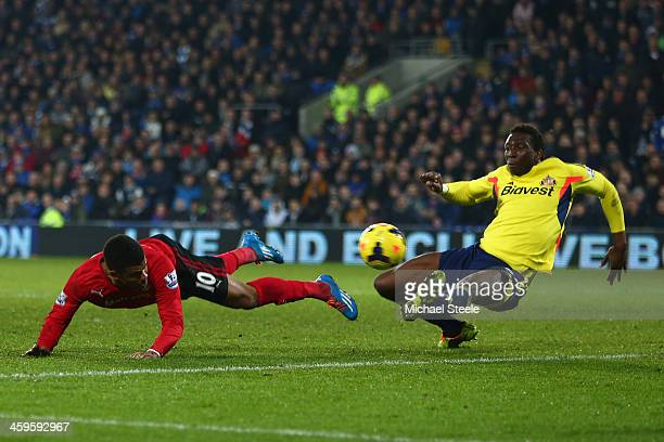 Fraizer Campbell of Cardiff City iheads goalwards as Modibo Diakite of Sunderland challenges during the Barclays Premier League match between Cardiff...