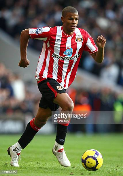 Fraizer Campbell of Sunderland runs with the ball during the Barclays Premier League match between Tottenham Hotspur and Sunderland at White Hart...