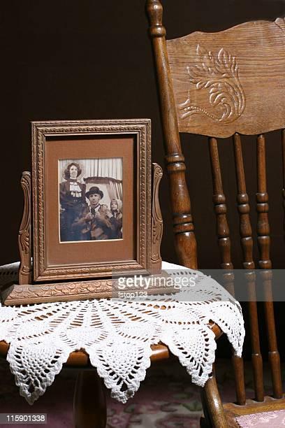 フレームビンテージ写真。、古風でレトロなアンティークショップ、ます。家具ます。セピアます。